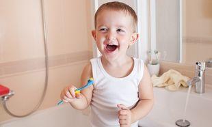 Βούρτσισμα των παιδικών δοντιών με... Gangnam style!
