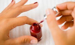 Φτιάξε μόνη σου το δικό σου βερνίκι νυχιών απλά και γρήγορα!
