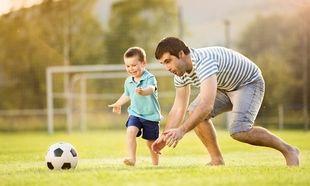 Μπαμπάς: Μαθαίνοντας ποδόσφαιρο στο γιο!