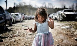 Δείτε γιατί οι φωτογραφίες της 2χρονης κόρης του κρίθηκαν ακατάλληλες!