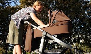 Πρώτη φορά βόλτα με το μωρό σας; Δείτε τι πρέπει να περιέχει η τσάντα που θα έχετε μαζί σας!