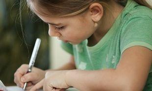 Πώς να ενισχύσω το γράψιμο και το διάβασμα του παιδιού μου;