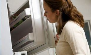 Πώς να απομακρύνω τις ενοχλητικές μυρωδιές από το ψυγείο;