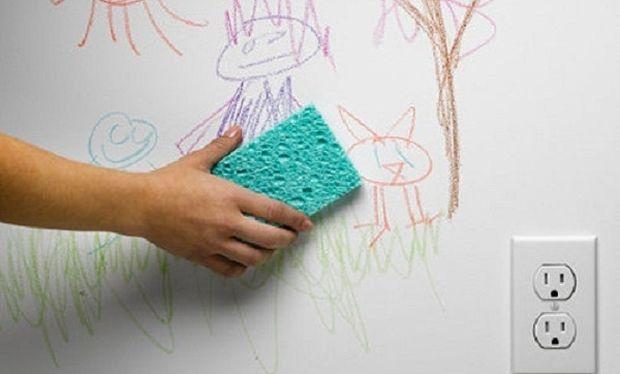 Δε θα πιστεύετε τι μπορείτε να χρησιμοποιήσετε για να φύγουν οι βρωμιές από τους τοίχους!