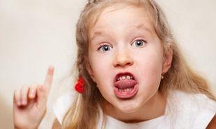 «Το παιδί μας μιλάει άσχημα και χυδαία. Τι πρέπει να κάνουμε»; Γράφει ο Θάνος Ασκητής