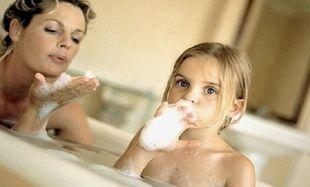 Μέχρι ποια ηλικία πρέπει το παιδί να βλέπει τους γονείς γυμνούς;