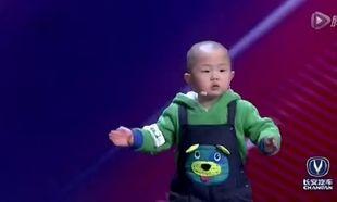 Δείτε τι κάνει αυτός ο 3χρονος και μάζεψε 46.000.000 likes. (βίντεο)