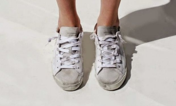Δε θα πιστεύετε με τι καθαρίζουν τα βρώμικα παπούτσια!