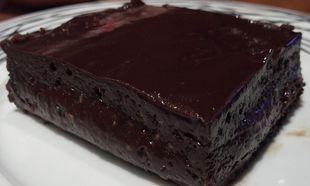 Συνταγή για πεντανόστιμη σοκολατόπιτα με 6 υλικά!