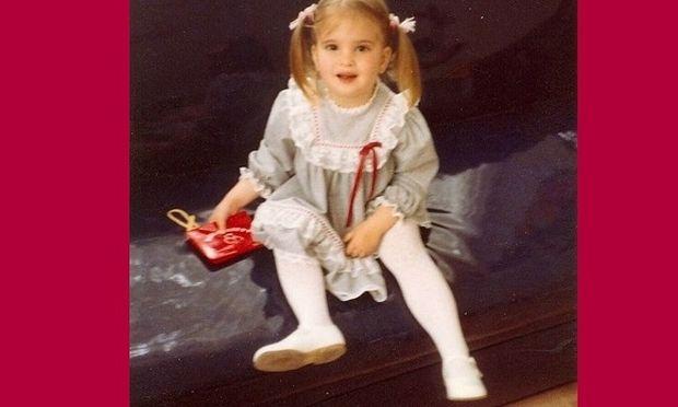 Δεν έχει αλλάξει καθόλου από τότε που ήταν μικρή! Την αναγνωρίσατε;