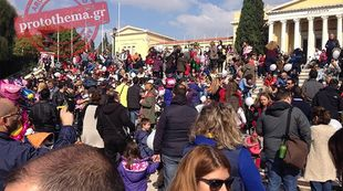 Ελληνίδες μαμάδες θηλάζουν δημόσια σε 52 πόλεις της Ελλάδας!