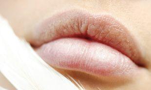 Αυτό είναι το μυστικό για σκασμένα χείλη!