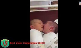 Το βίντεο που έγινε viral-Δεν πάει ο νους σας τι κάνει το ένα μωρό στο άλλο! (βίντεο)