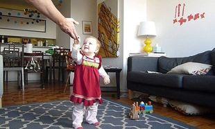 Υπέροχο: Τα πρώτα βηματάκια της κόρης του σε ένα time-lapse βίντεο!