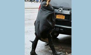 Πριν λίγες ημέρες έδειχνε τη φουσκωμένη της κοιλίτσα και τώρα την κρύβει! (εικόνες)