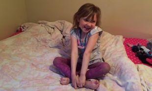 Ξεκαρδιστικό: Δείτε πώς αντιδρά αυτό το κοριτσάκι όταν παίρνει το δώρο γενεθλίων της! (βίντεο)
