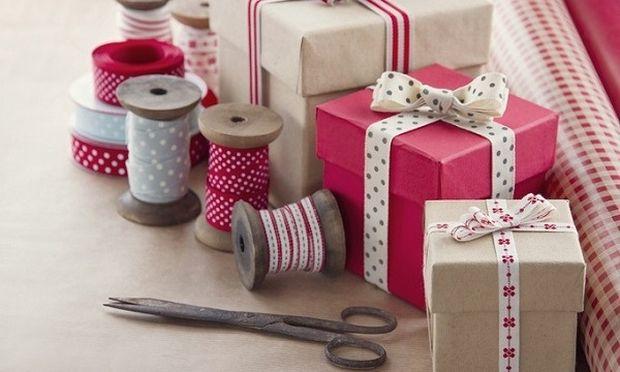 Πώς θα τυλίξετε ένα δώρο σε λιγότερο από 15 δευτερόλεπτα! Δείτε το βίντεο με τα 7.000.000 views