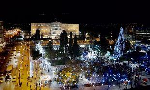 Μαγικές χριστουγεννιάτικες εικόνες από το κέντρο της Αθήνας