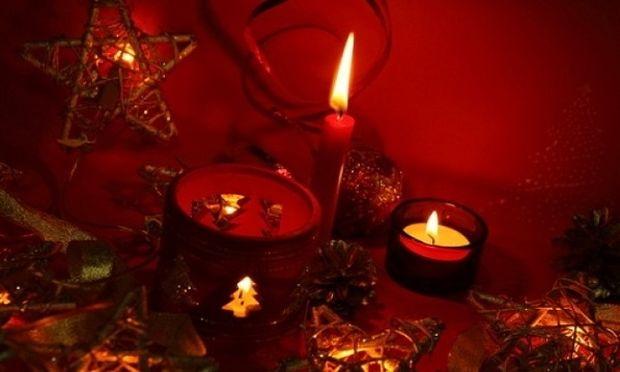 Γιορτινή ατμόσφαιρα χωρίς κεριά δε γίνεται! Αυτός είναι ο τρόπος για να είναι αναμμένα όλη νύχτα