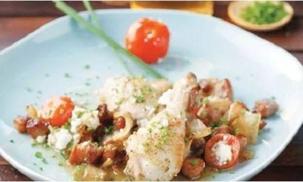 Κοτόπουλο ξιδάτο στη γάστρα με ντοματίνια και φέτα