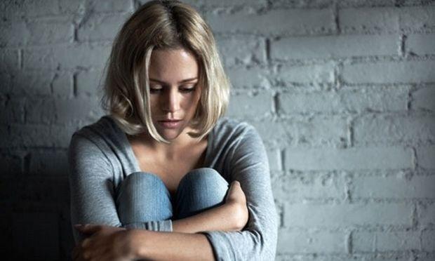 Πρέπει ή όχι να κρατάμε τα επώδυνα συναισθήματα μέσα μας;