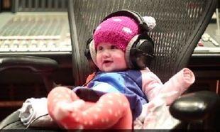 Ποια διάσημη τραγουδίστρια παρουσίασε το καινούριο της τραγούδι ανεβάζοντας ένα βίντεο με το μωρό της; (βίντεο)