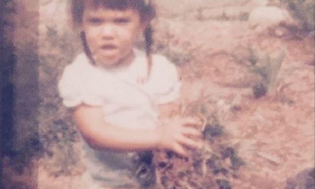 Αναγνωρίζετε ποιο είναι το κοριτσάκι της φωτογραφίας; (εικόνα)