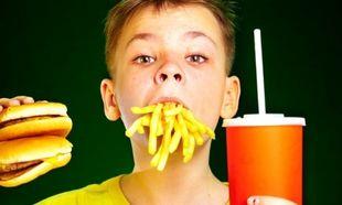 Γνωστές αλυσίδες fast food αποσύρουν τα αναψυκτικά από τα παιδικά γεύματα