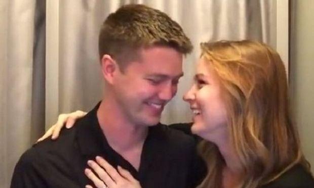 Του ανακοίνωσε ότι είναι έγκυος με τον πιο όμορφο τρόπο κι εκείνος ξέσπασε σε κλάματα! (βίντεο)