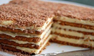 Συνταγή για το πιο εύκολο γλυκό ψυγείου με μπισκότα πτι-μπερ!