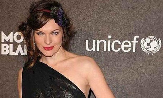 Μίλα Γιόβοβιτς: Απίστευτο πόσο πολύ φούσκωσε η  κοιλίτσα της! (εικόνα)