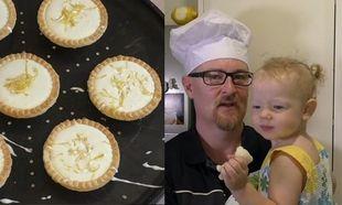 Αυτός ο μπαμπάς μαζί με την κόρη του μας δείχνουν πώς να φτιάξουμε τάρτα λεμονιού με μόνο 3 υλικά! (βίντεο)