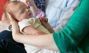 Διάσημη ηθοποιός που γέννησε πρόωρα, μας παρουσιάζει για πρώτη φορά το μωρό της και μιλά για τις δύσκολες ώρες στη ΜΕΝΝ!