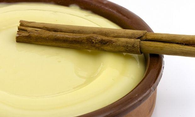 Συνταγή για κρέμα βανίλιας με 4 υλικά στο λεπτό!