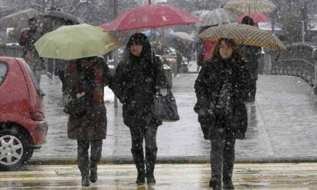 Ο καιρός του Σαββατοκύριακου: Χιόνια και κρύο την Κυριακή