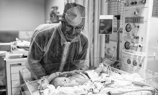 Τοκετός με καισαρική: Η εμπειρία μίας μαμάς μέσα από 10 υπέροχες φωτογραφίες