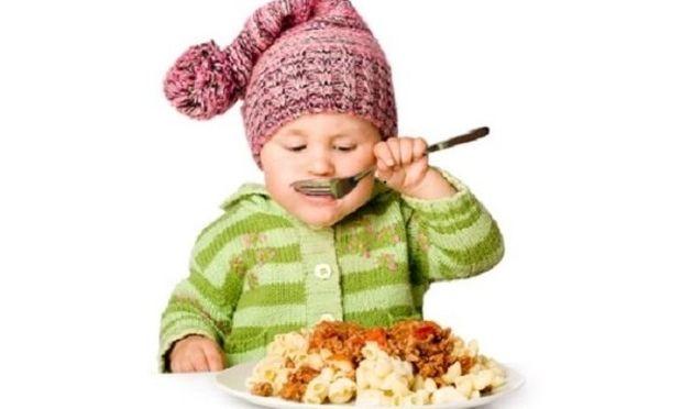 Αυτός είναι ο λόγος που δεν πρέπει να πιέζουμε τα παιδιά να αδειάσουν το πιάτο τους