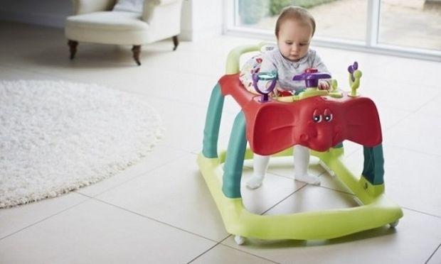 Δίλημμα μιας νέας μαμάς: Να βάλω το παιδί μου σε περπατούρα ή όχι;