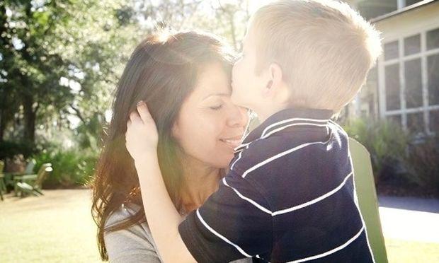 Αληθινή ιστορία: Το συγκλονιστικό γράμμα μιας μαμάς στους γιους της για την επιλόχειο κατάθλιψη