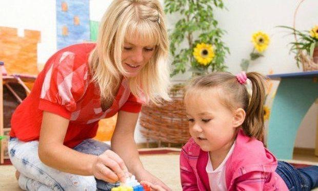 Οι εργαζόμενοι γονείς θα μπορούν σύντομα να διεκδικήσουν τα χρήματα που δίνουν στη νταντά που φροντίζει το παιδί τους!