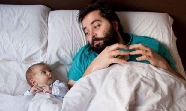 Μπαμπάδες «εν δράση»: 7 απολαυστικές φωτογραφίες μπαμπάδων με τα μωρά τους