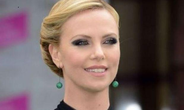 Το πιο γλυκό αγοράκι του Hollywood: Ο γιος της Charlize Τheron μας έχει «κλέψει»την καρδιά