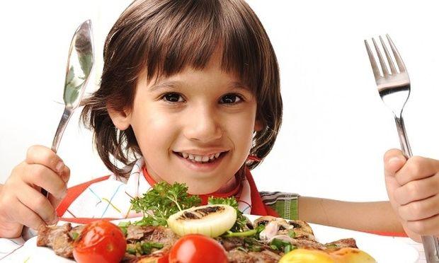 «Πώς θα μάθω το παιδί μου να τρώει φρούτα και λαχανικά;» Από τη διατροφολόγο Ευσταθία Παπαδά