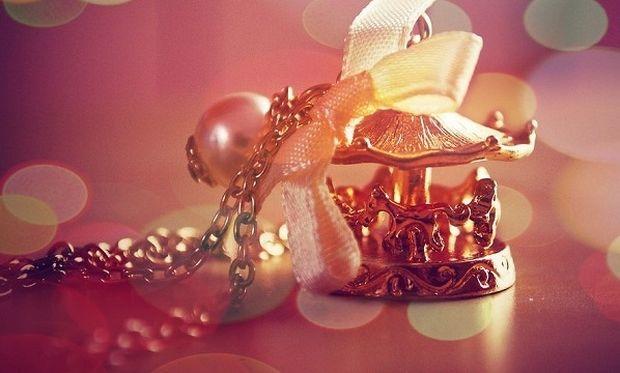 Δε θα πιστεύετε πώς φεύγει η θαμπάδα από τα κοσμήματα!