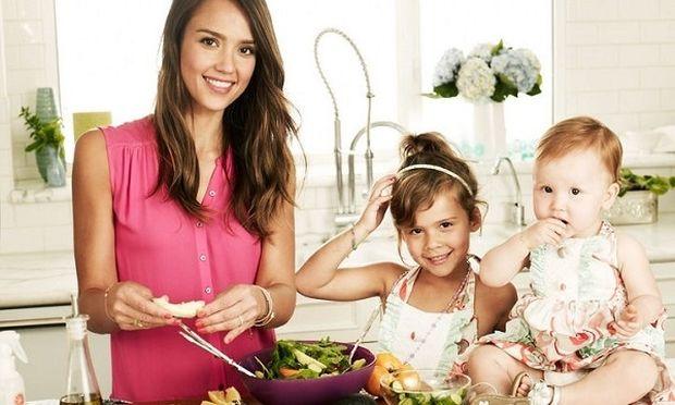 Τζέσικα Άλμπα: Η Ημέρα της Γυναίκας είναι αφιερωμένη στις κόρες της! (εικόνα)