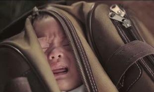 Εσείς τι θα κάνατε αν βρίσκατε ένα παιδί στα σκουπίδια;(βίντεο)