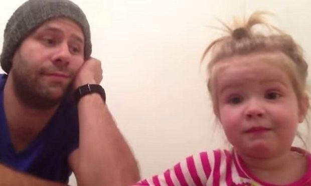 Αυτός ο μπαμπάς δείχνει να βαριέται, αλλά όλα αλλάζουν όταν η κόρη του αρχίζει να...(βίντεο)
