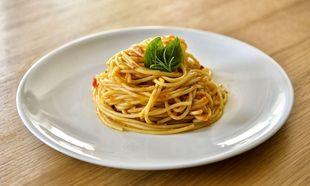 Υπέροχη μακαρονάδα με φρέσκια και λιαστή ντομάτα, από το Γιώργο Γεράρδο!