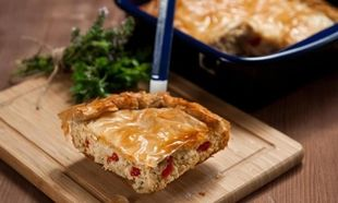 Συνταγή για την πιο νόστιμη κοτόπιτα με σπιτικό φύλλο