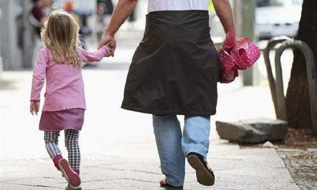 Με περισσότερο στρες οι σημερινοί γονείς, συγκριτικά με τους γονείς της δεκαετίας του 1990!(βίντεο)